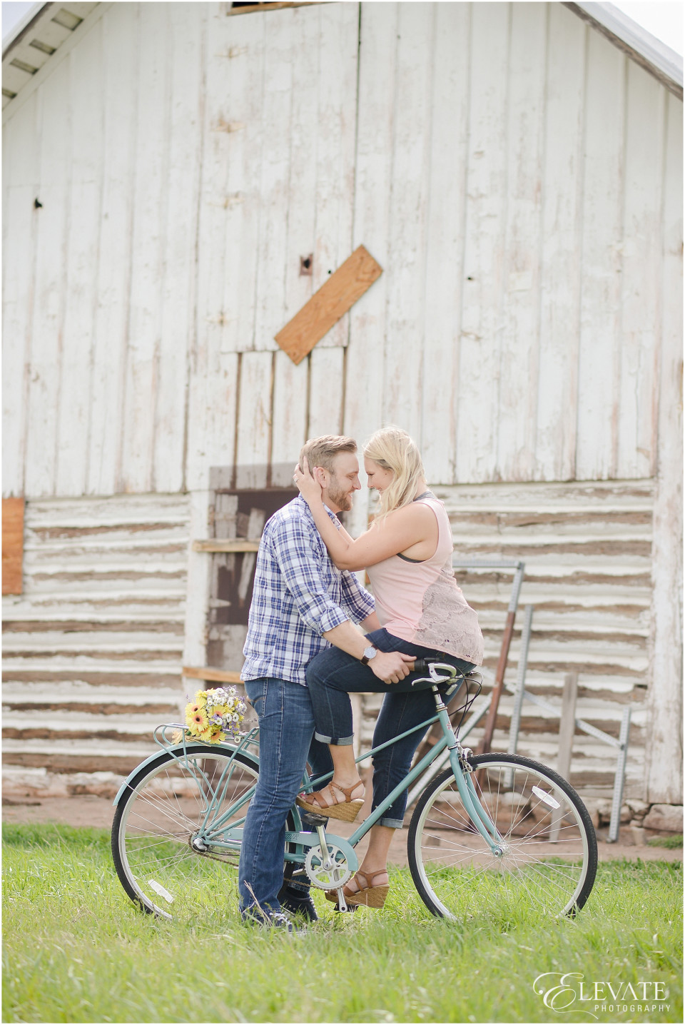 Vintage Themed Engagement Photos_0007