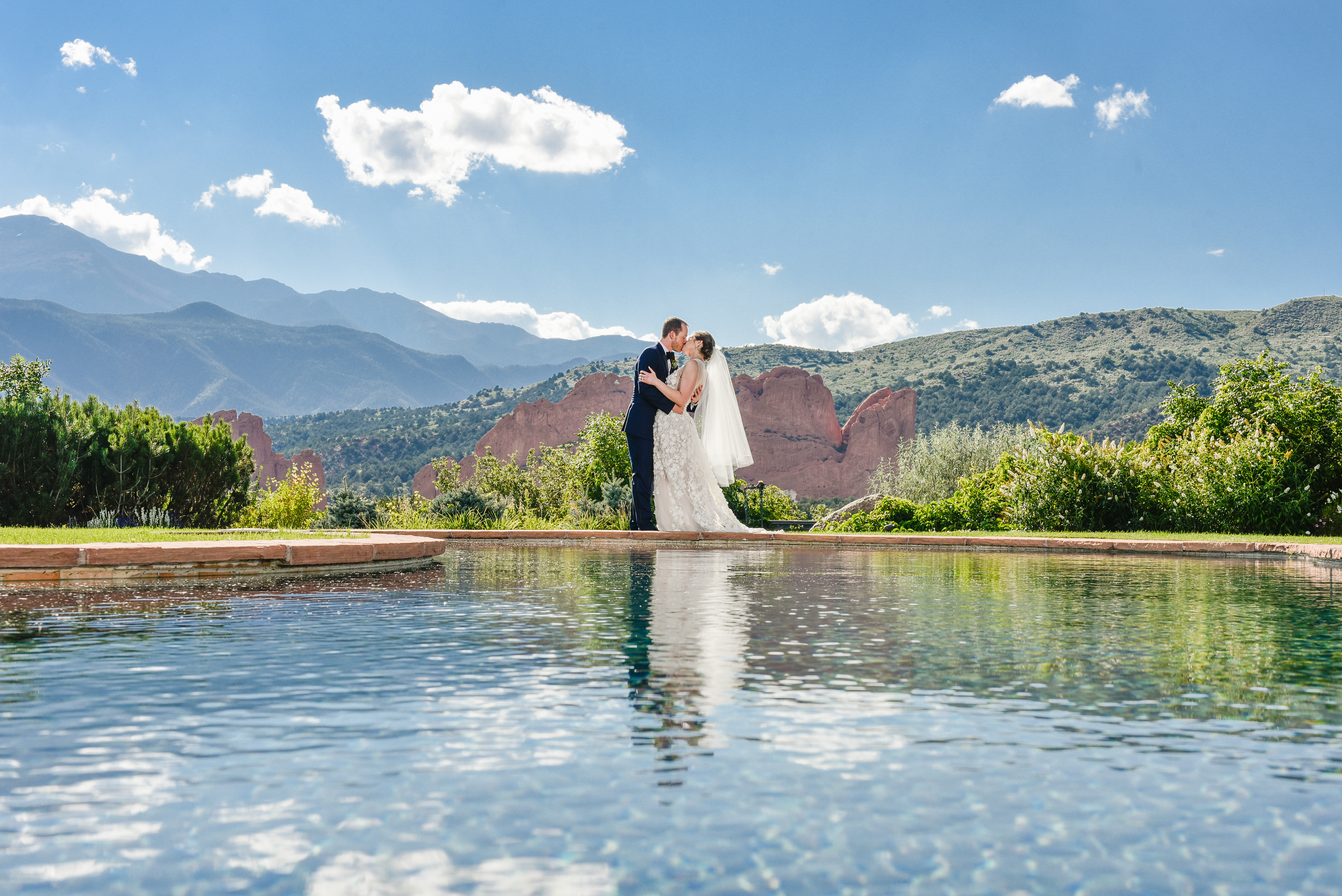 alyssa and jeremys wedding was a hit it was so fun and full of life you could tell that everyone was having a great time this was highly observed at the - Garden Of The Gods Club